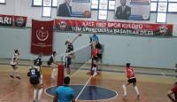 KALE 1957 SK voleybol takımıza Sarıyer Belediye Karşısında nazar değdi.1-3