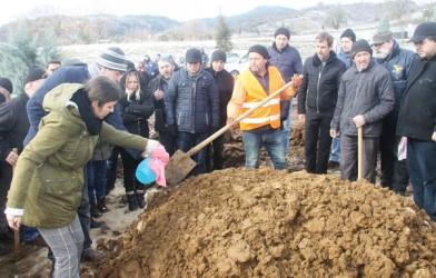 ANKARA YOLUNDA TRAFİK KAZASINDA HAYATINI KAYBEDEN İREM YILDIZ TOPRAĞA VERİLDİ.