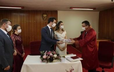 Mehmet Meşe ile Elif Özkan'ın Nikahlarını Başkan Bülent Öz kıydı.