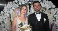 Bakkal Remzi kızını evlendirdi.